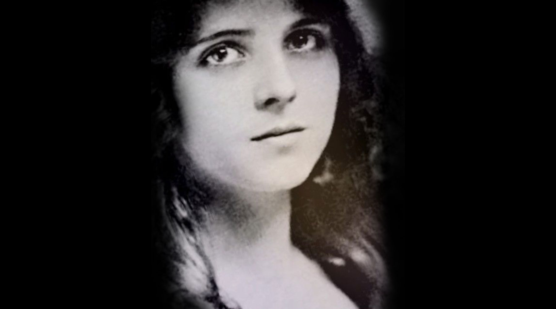 Olive Thomas was born poor in Charleroi, Pennsylvania. Olive left school at 15 to help support her family.